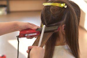縮毛矯正のアイロン技法