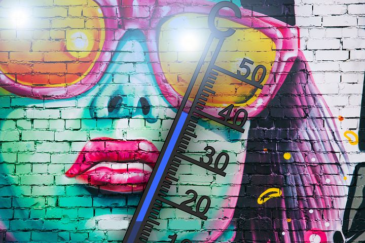 女性と温度計のスプレーアート
