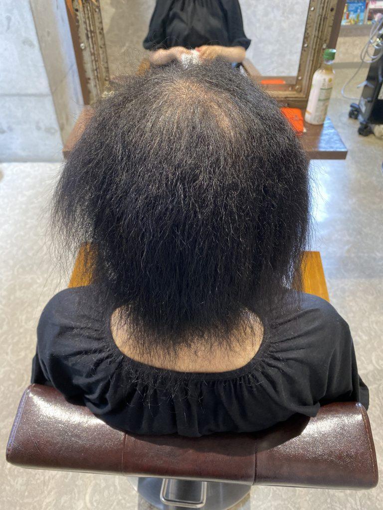 髪がきれてしまっている女性